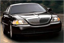 CURRENT MODEL LINCOLN TOWNCAR